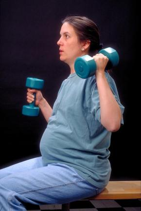 Pregnant_Woman_With_Dumbells